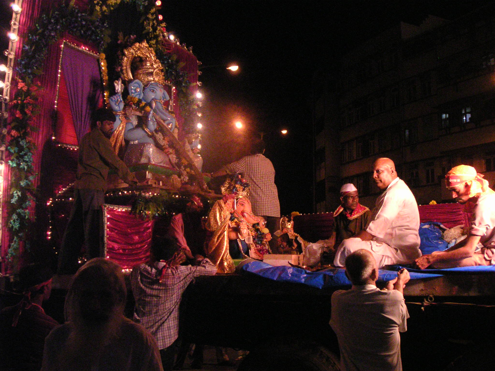 http://blogs.bootsnall.com/miss/archives/Ganpati%20Visarjan%202005%20041.jpg